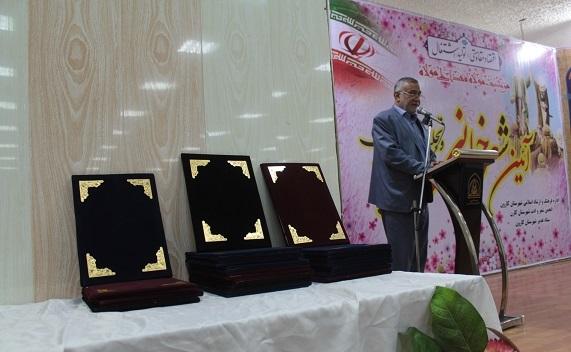 آیئن شعر خوانی و تجلیل از ۲۵ شاعر برتر شهرستان کارون برگزار شد