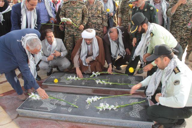 گلزار شهدای گمنام شهرستان کارون غبار روبی و عطرافشانی شد
