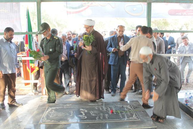 غبار روبی و عطرافشانی مزار شهدای شهرستان کارون