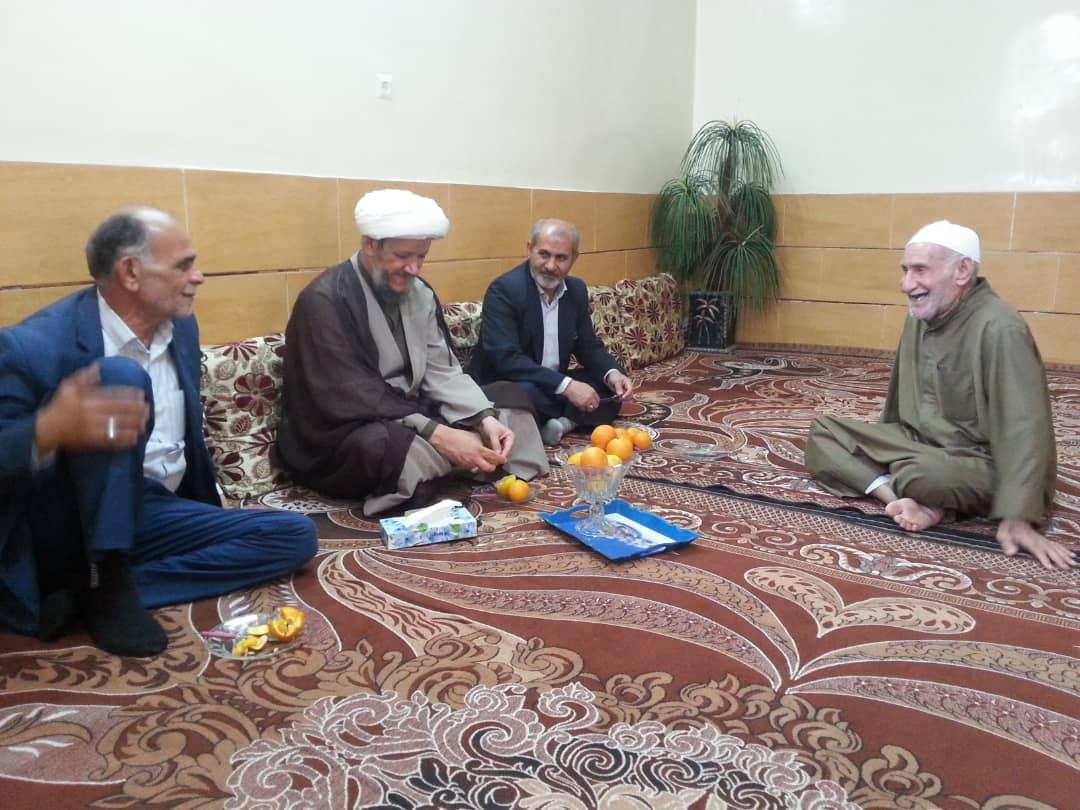 دیدار امام جمعه کارون با خانواده شهدا
