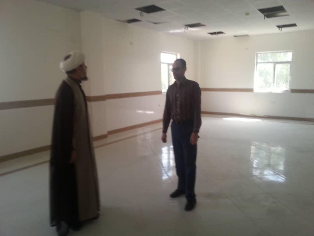 بازدید امام جمعه شهرستان کارون از کتابخانه مرکزی شهرستان