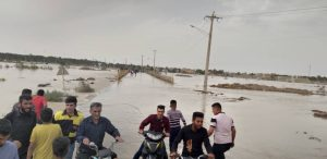 گزارش تصویری/بازدید آیت الله حیدری و امام جمعه کارون از مناطق سیل زده شهرستان