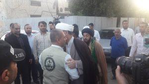 استقبال امام جمعه و مسئولین از ورودکاروان کمک های حشدالشعبی عراق به شهرستان کارون