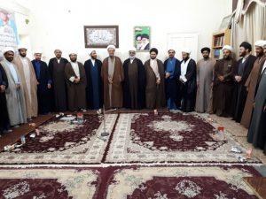 طلاب و روحانیون شهرستان بمناسبت چهلمین سال برگزاری نماز جمعه با امام جمعه کارون دیدار کردند