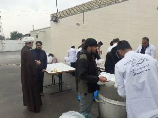 پخت و توزیع 4۰۰۰ پرس غذای گرم با حضور امام جمعه کارون