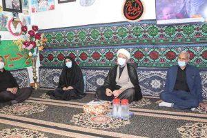 دیدار امام جمعه،فرماندار و مسئولین با خانواده شهدا بمناسبت هفته دولت